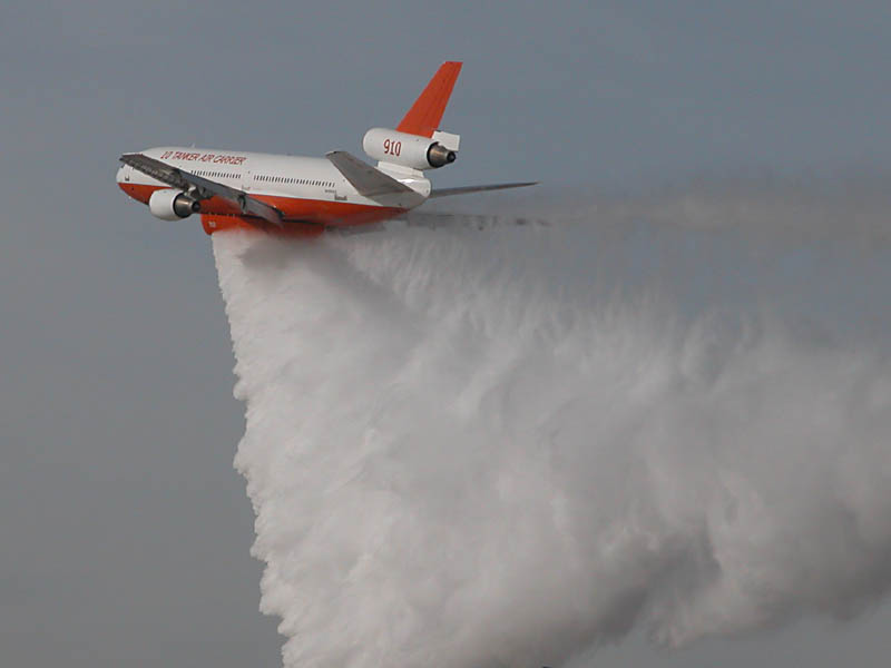 Waterbomber_in_Los_Angeles_County